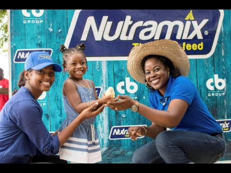 Tina Hamilton (left), brand manager, Nutramix, with 2018 National Farm Queen, Samantha Myrie Thomas (right) and her daughter.
